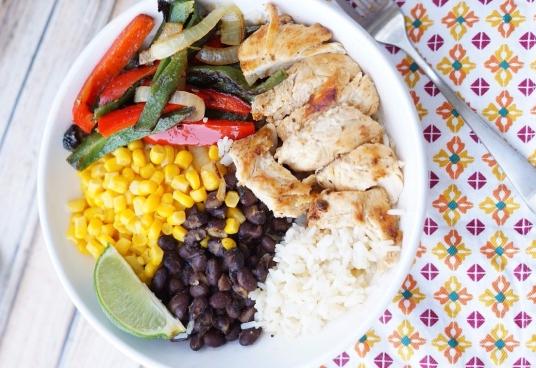 https://www.yellowblissroad.com/healthy-chicken-fajita-bowls/